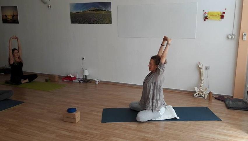 Lea vodi jogu